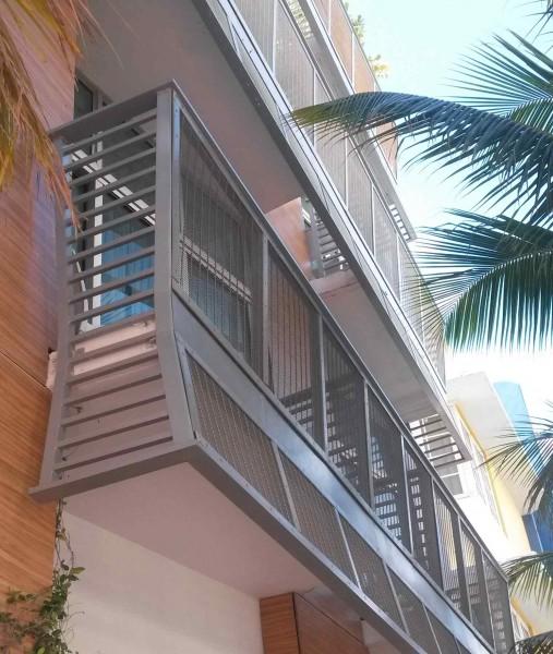 Technos rejas rejillas y mobiliario urbano for Mobiliario para balcones