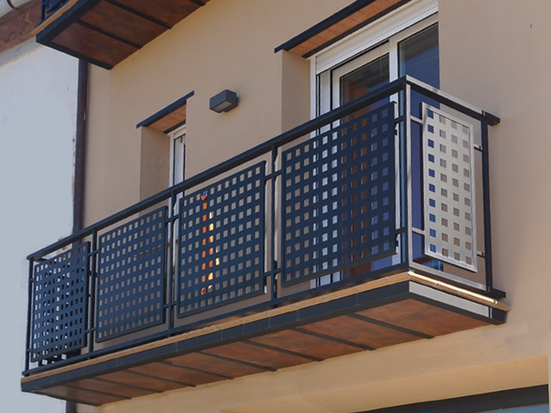 Technos rejas rejillas y mobiliario urbano for Modelos de balcones modernos para casas